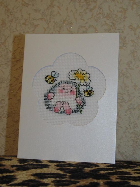 Открыточка Ежик с цветочком