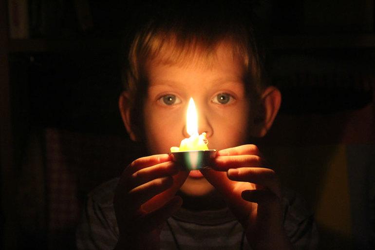 Время зажигать, а главное задувать свечи)