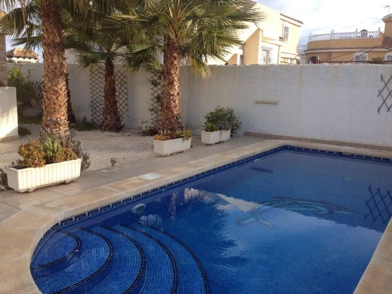 Виллы с бассейном в испании
