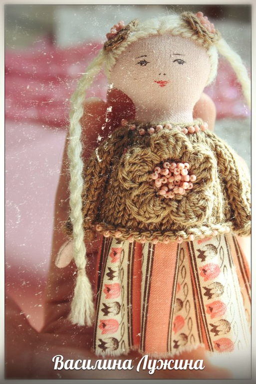 Кукла-брошка 8.