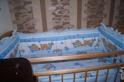 Бортик на кроватку мама шила