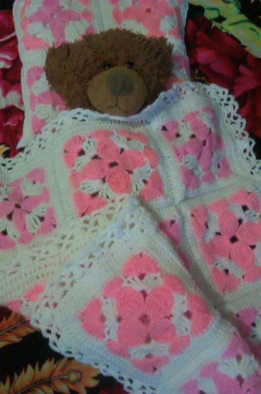 Плед и подушка для племянницы.