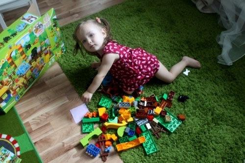 В канун нашего праздника вселенского масштаба нам посчастливилось стать экспертами нашего любимого LEGO DUPLO