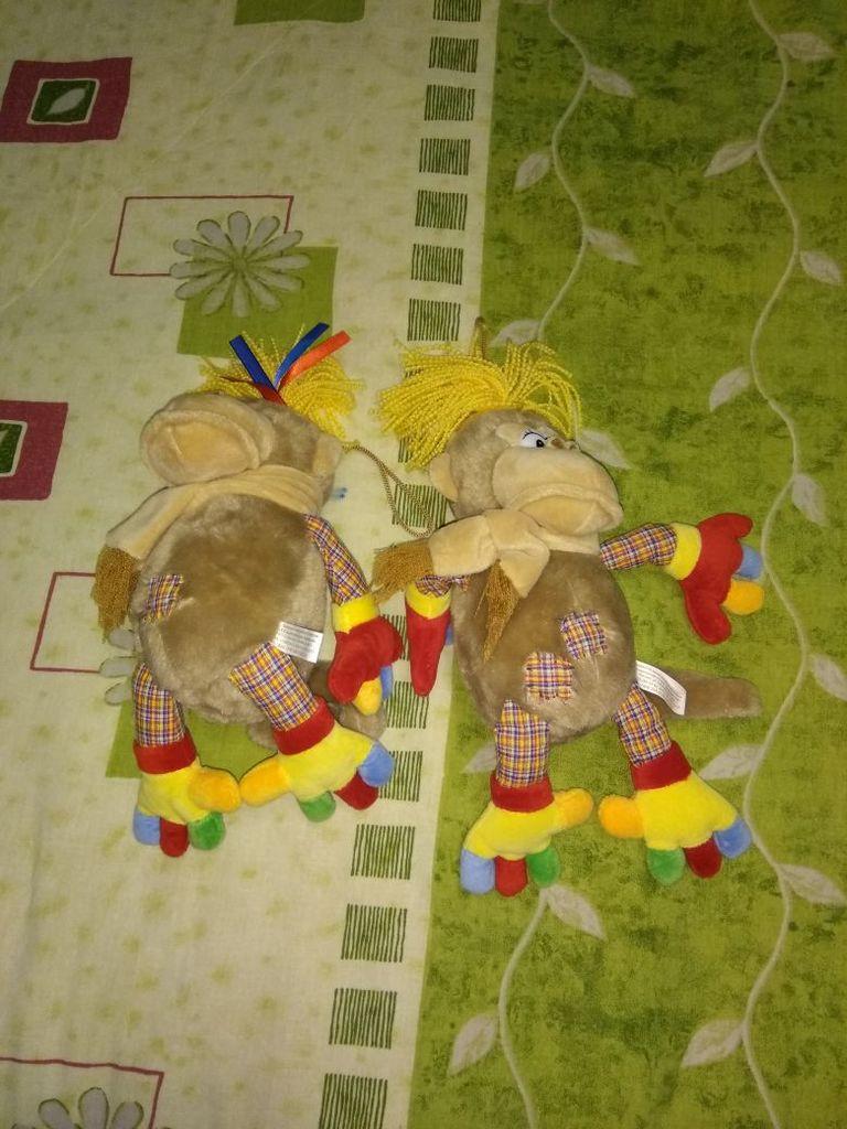 Отдам две обезьянки ( мягкие игрушки) новые..