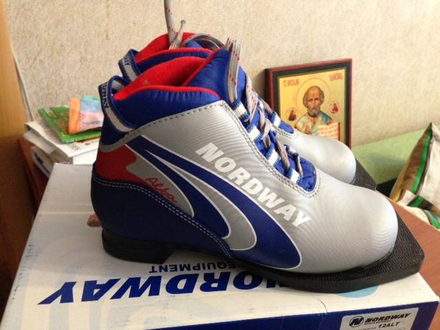 Лыжные ботинки р.33