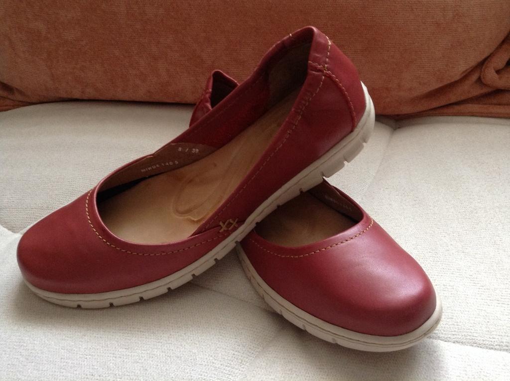 Пристрою новую обувь! Промахнулись с размером..