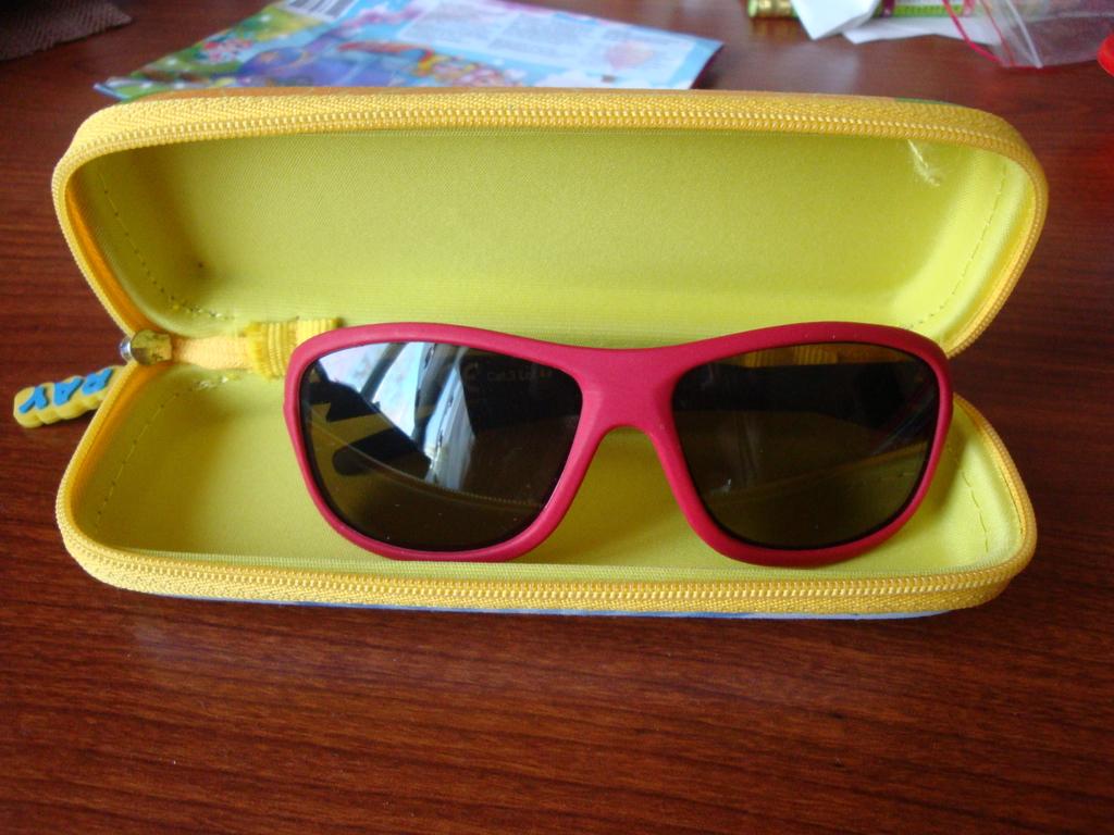 Купальник Carters 6х( 122-124см),очки, кроксы