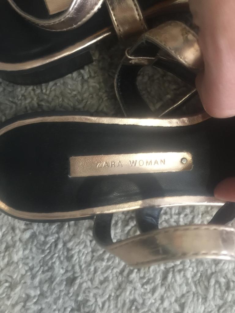 Сандалии Zara