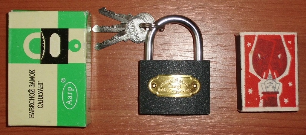 Замок навесной новый с 3 ключами 35х45 мм