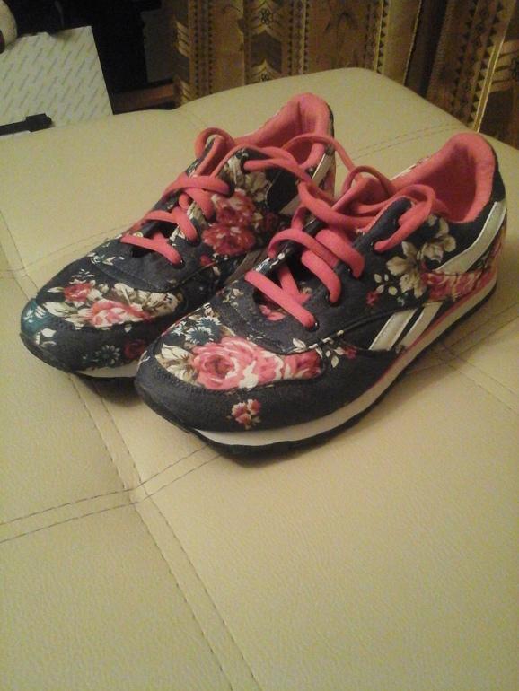 Женские кроссовки новые