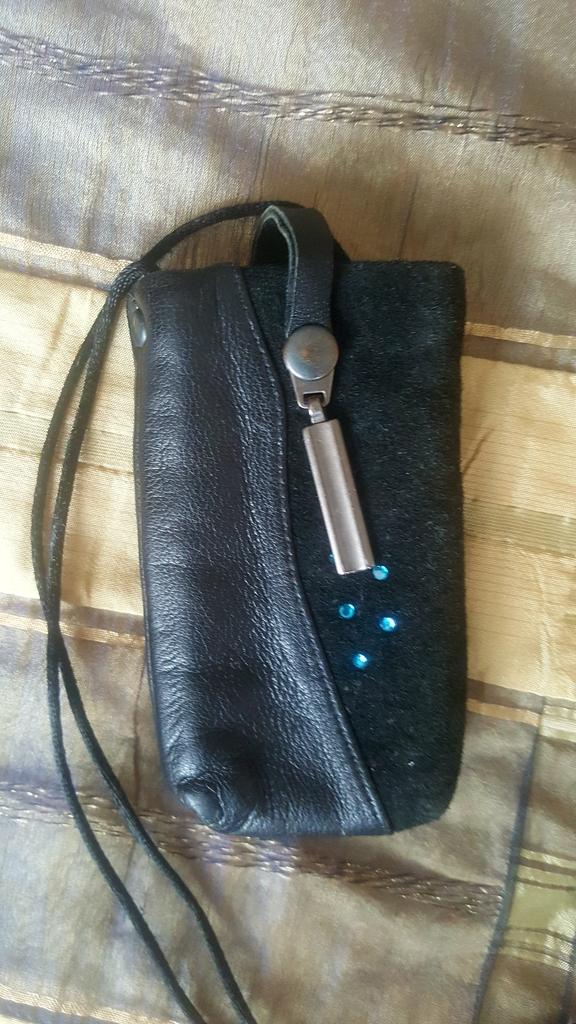 Чехлы для небольших телефонов из натуральной кожи