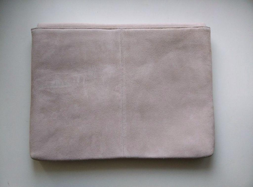 "Чехол для ноутбука 13"" из замши H&M"