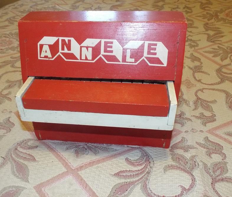 Детское игрушечное пианино (советское СССР) Annele