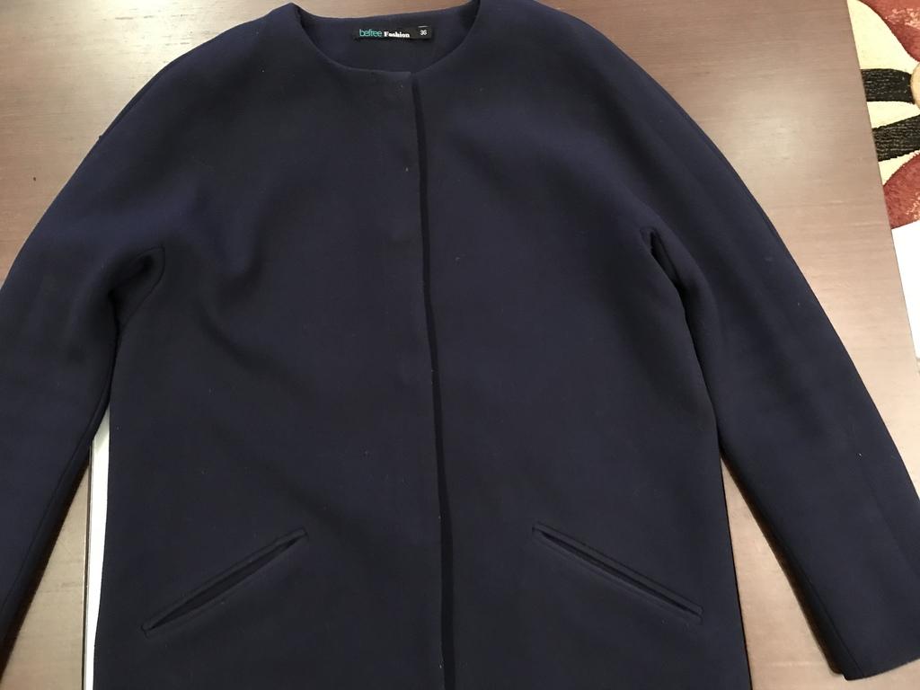 Пальто пиджачного типа.