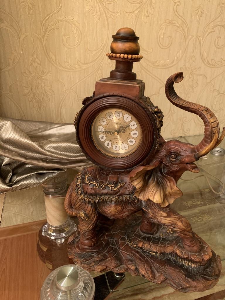 Часы слон.