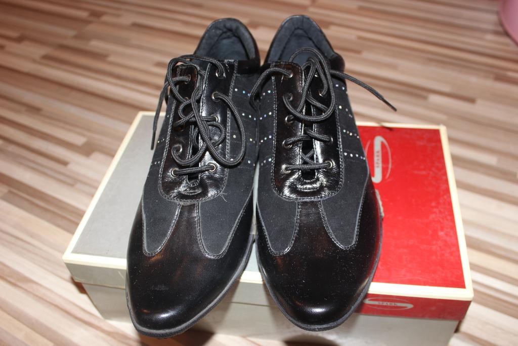 кросовки р.39