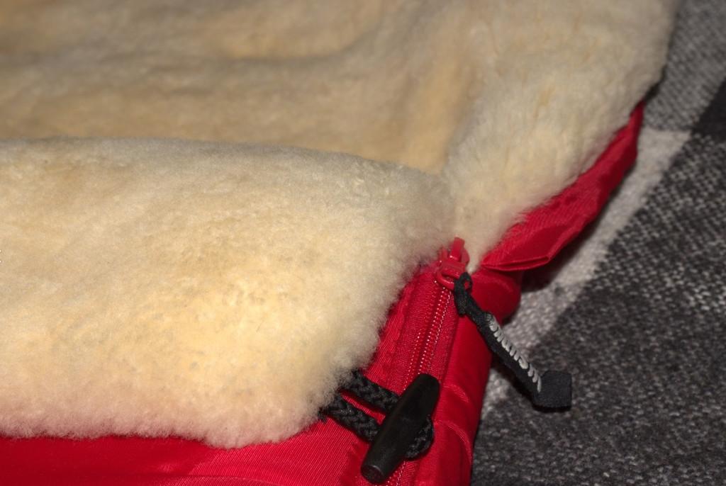 Меховой конверт Mansita цельная овчина