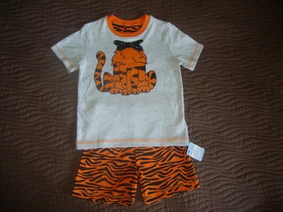 Новая пижама для мальчика Mothercare на 4-5 лет.