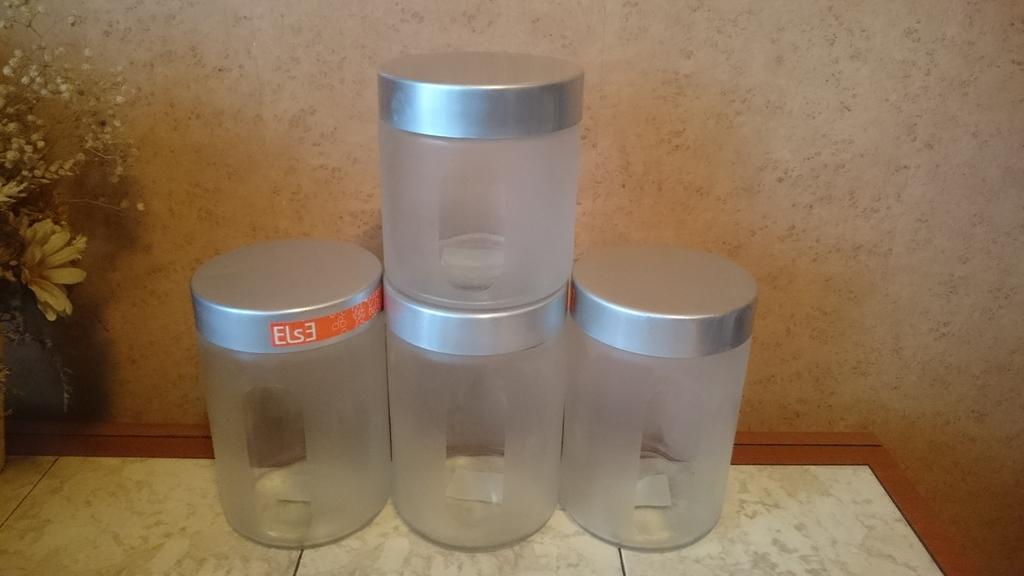 Стеклянные банки Икея для хранения сыпучих.