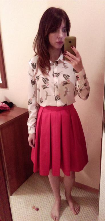 Секретарша в красной юбке