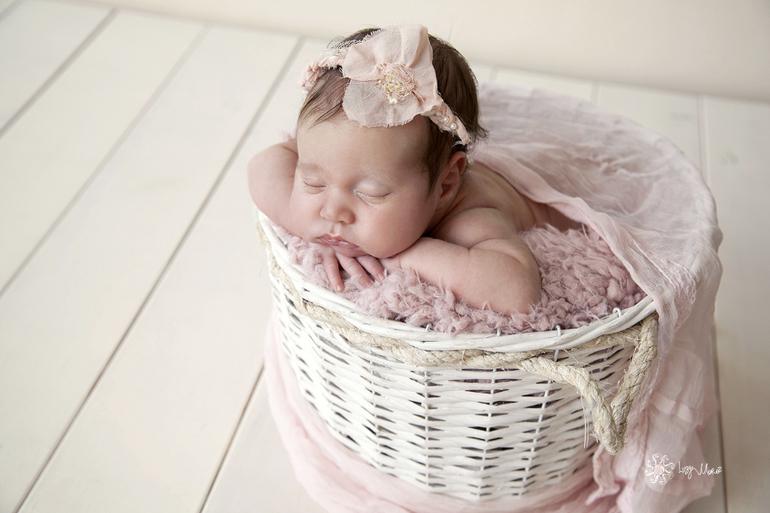 Фотограф новорожденных Люся Мороз.