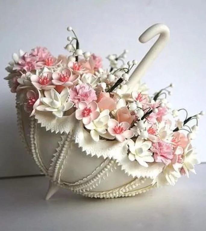 Торт зонтик с цветами