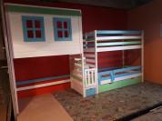 Деревянная Кровать и  чердак