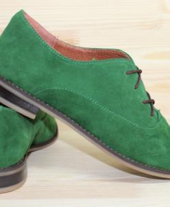 Замшевые туфли на шнуровке.