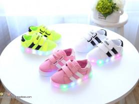 Яркие кроссовки новые