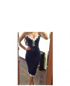 Шикарное темно-синее платье с белым кружевом