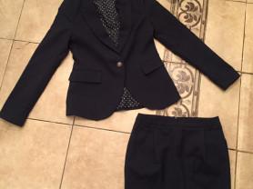 Школьная форма для девочки марки Gulliver на 9/10 лет: пиджак и юбка (цвет темно-синий)