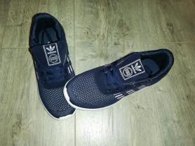 Кроссовки новые, лёгкие Adidas ... Цвет темно- син