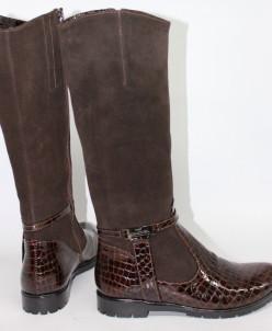 Замшевые сапоги с перетяжкой цвета шоколад.