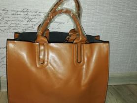 Новая коричнево-рыжая сумка есть длинный ремешок..