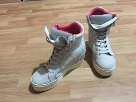 Стильные кроссовки Bershka на платформе