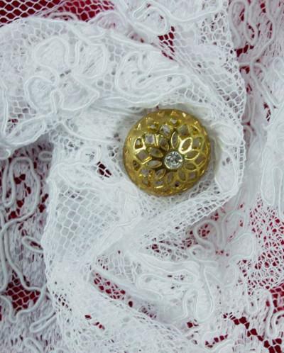 Кружево белого цвета с цветочным узором, фестоны с двух стор
