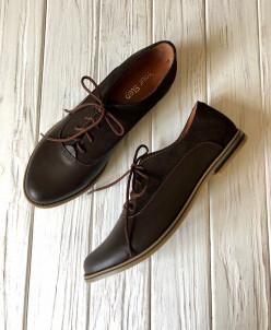Кожаные туфли-оксфорды с лаковыми вставками.