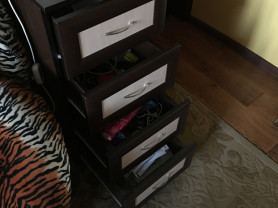 Мебель для комнаты( тумбочка, стенка, стол, диван)
