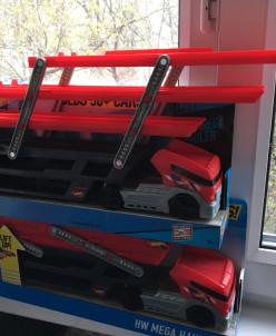 Hot Wheels Mega Hauler - авто-воз на 50 машин