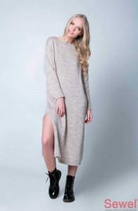 Стильное вязаное платье оверсайз.