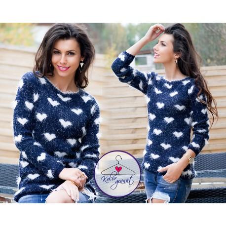 Очаровательный свитер СЕРДЦЕ