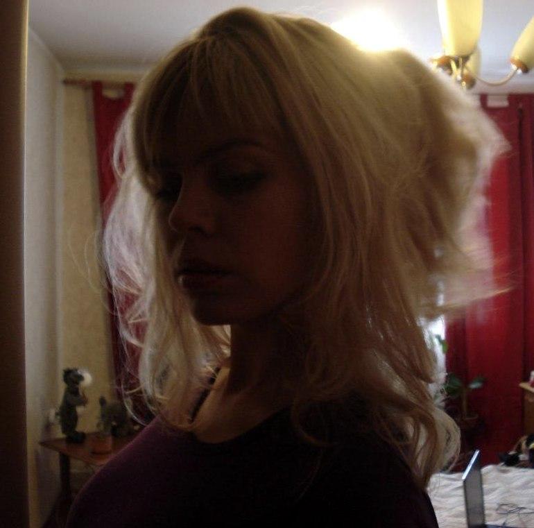 Фото блондинки дома фото 20-18