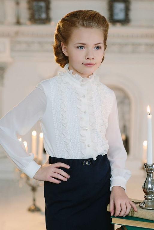 193ce44866d Нарядная блузка для девочки из новой школьной коллекции. Лиф декорирован  кружевом и рюшами