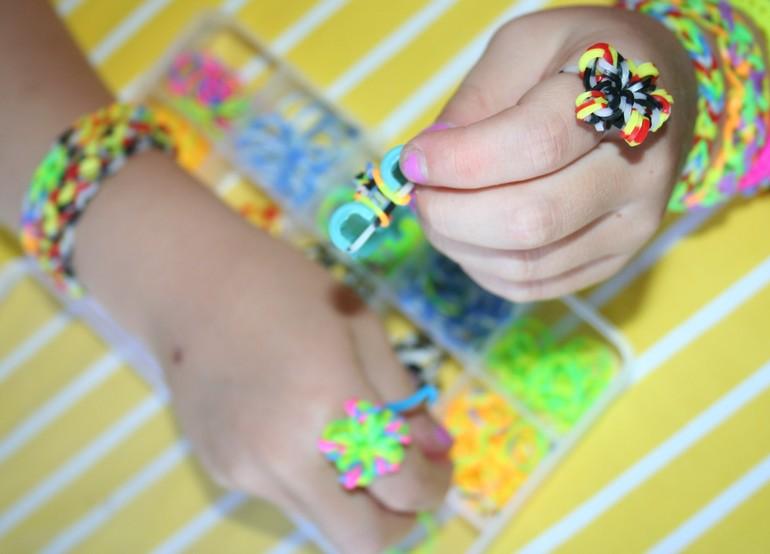 Схемы плетения браслетов из резинок своими руками с фото 61